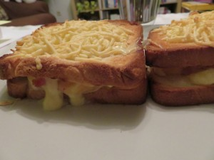 Croque-monsieur au bacon et reblochon