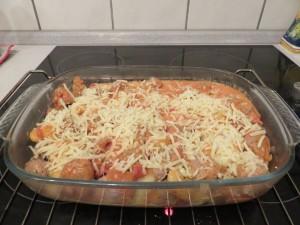 Gratin de gnocchi, sauce tomates et saucisses_four